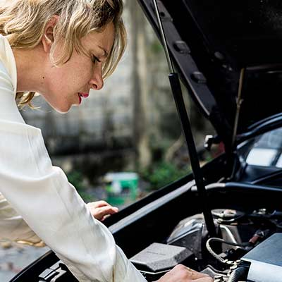 Professional-woman-car-battery-trouble