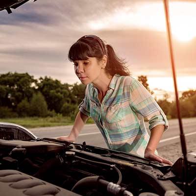 She-has-car-wont-start-dead-battery